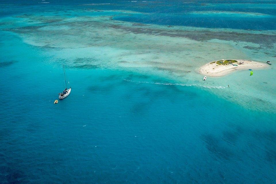 Sailing in coral archipelago Los Roques